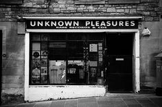 Unknown Pleasures record shop in Edinburgh (not Saville per se, but quite the nod).s why didn't I know about this when visiting Edinburgh? Rare Records, Vintage Records, Vinyl Record Shop, Vinyl Records, Vinyl Store, Cd Store, Record Record, Record Players, Joy Division