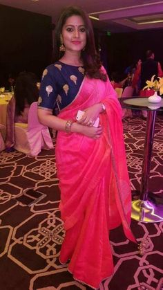 Sneha In Pink Georgette Saree With Simple Embroidery Boat Neck Blouse Silk Saree Blouse Designs, Blouse Neck Designs, Indische Sarees, Simple Sarees, Simple Saree Designs, Plain Saree, Saree Trends, Saree Look, Elegant Saree