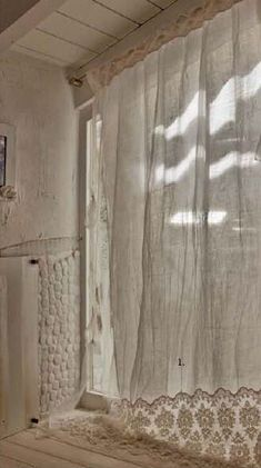 Cool & Unique shabby chic Shower Curtain Ideas for Small Bathroom Linen Curtains, Curtains With Blinds, White Lace Curtains, Vintage Curtains, Nursery Curtains, Cafe Curtains, Valance Curtains, Shabby Chic Shower Curtain, Interior And Exterior