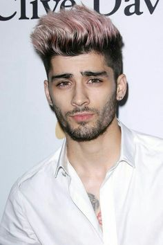 Zayn Malik is one of the famous male celebrities. Nowadays, Zayn Malik hairstyles are very popular and loved by the youngsters. Have a look. Coiffure Zayn Malik, Cabelo Zayn Malik, Zayn Malik Fotos, Zayn Malik Hairstyle, Different Beard Styles, Beard Styles For Men, Style Rose, Zayn Malik Style, Zayn Mallik