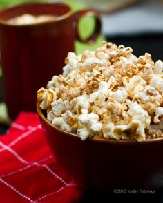 Holiday movie night calls for Pumpkin Spice Coconut Oil Popcorn!..