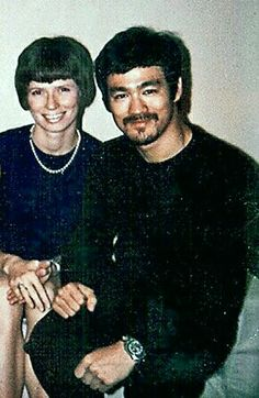 Bruce lee and Linda lee Bruce Lee Parents, Bruce Lee Family, Martial Arts Movies, Martial Artists, Bruce Lee Master, Bruce Lee Kung Fu, Kung Fu Movies, Bruce Lee Photos, Movie Screenshots