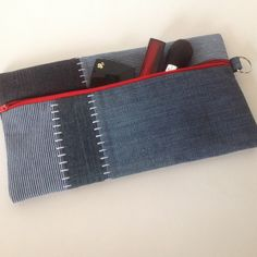 Pencil case | Make-up bag | Clutch made of recycled Jeans. #GoodsToRemember Coin Purse, Pencil, Wallet, Purses, Jeans, Satchel Handbags, Cowboys, Sewing, Pocket Wallet
