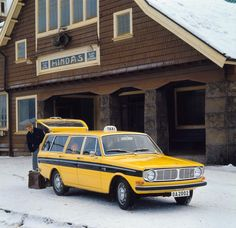 Volvo 145 as Taxi, in Hindås, Sweden 36 km from Gothenburg where Volvo… Volvo Wagon, Volvo Cars, Ford Motor Company, Volvo Estate, Big Girl Toys, Yellow Car, Volvo Xc90, Station Wagon, Car Photos