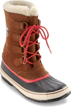 The Sorel 1964 PAC™ boots for women put a vintage spin on the classic Sorel boot with waxed canvas uppers, but keep the modern waterproof, insulated performance you expect.