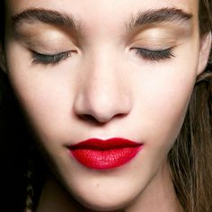 6 Amazing Things That Happen When You Stop Sleeping With Makeup On