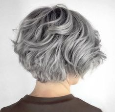 Layered Wavy Gray Bob - Beauty and Hair - Cheveux Short Grey Hair, Short Hair With Layers, Short Wavy, Short Hair Cuts, Pixie Cuts, Bob Cuts, Short Pixie, Black Hair, Grey Short Hair Styles