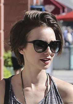 Lily Collins – Shopping in Beverly Hills, 30.09.15