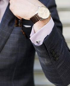 This article will thoroughly examine the different types of accessories men can use, and more importantly, how to use them properly. Proper Attire, Grey Beards, Latest Mens Fashion, Men's Fashion, Fashion Trends, Fashion 2018, Fashion Essentials, Style Essentials, Business Outfits