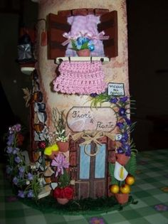 casa del borgo, particolare negozio di fiori