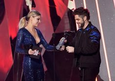 Musician Thomas Rhett (R) accepts Country Artist of the Year from musician Kelsea Ballerini onstage at the 2017 iHeartRadio Music Awards which broadcast live on Turner's TBS, TNT, and truTV at The Forum on March 5, 2017 in Inglewood, California. - iHeartRadio Music Awards - Show