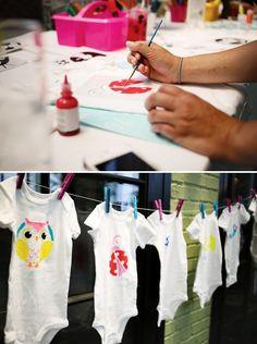 Baby Shower Games For Girls Activities Onesie Decorating 30 Ideas - Baby Showers Baby Shower Gifts For Guests, Baby Shower Crafts, Baby Shower Activities, Baby Shower Games, Fiesta Baby Shower, Baby Shower Brunch, Baby Shower Parties, Baby Showers, Shower Bebe