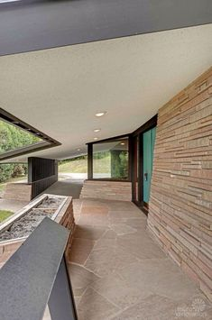 Stunning, spectacular 1961 mid-century modern time capsule house in Minnesota – 66 photos 1875 Kyle Place, Golden Valley, MN. Mid Century Modern Design, Modern House Design, Modern Houses, Contemporary Design, Mid Century House, Mid Century Style, Midcentury Modern, Minnesota, Mid Century Exterior