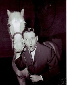 Mister Ed theme song written by Ray Evans and Jay Livingston. The sitcom aired from 1961 to 1966 and starred Alan Young and Connie Hines. Beverly Hillbillies Cast, Cbs Tv Shows, Tv Theme Songs, Mister Ed, Alan Young, Tv Themes, I Dream Of Jeannie, Comedy Tv, Film