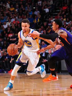 Warriors Guard Stephen Curry Named Kia NBA Most Valuable Player Golden State Warriors Basketball, Nba Championships, Stephen Curry, Nba Players, Basketball Court, Backrounds, Sports, Basketball, Sport