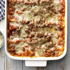 98 Recipes Using 1 Pound Of Ground Beef Perfect Four-Cheese Lasagna Beef Recipes For Dinner, Home Recipes, Ground Beef Recipes, Cooking Recipes, Potluck Recipes, Diabetic Recipes, Healthy Recipes, Baked Lasagna, Cheese Lasagna