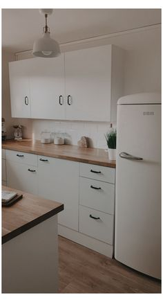 Ikea Kitchen Design, Ikea Kitchen Cabinets, Modern Kitchen Design, Kitchen Layout, Home Decor Kitchen, Bathroom Interior Design, New Kitchen, Home Kitchens, Knoxhult Ikea