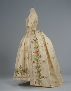 Side view, robe à l'anglaise, Italy, ca. 1780. Ivory striped silk pékin, embroidered with floral sprays and floral branches in polychrome silk thread.