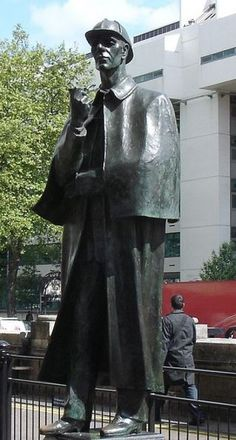 Statue of Sherlock Holmes outside of Baker Street Underground Station, London