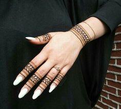 Tatouage des doigts et du poignet