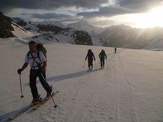 Saas Fee-Zermatt auf Skiern – Skitouren im Wallis – Kurse & Angebote Saas Fee, Zermatt, Wallis, Mount Everest, Travel, Winter Landscape, Norway, Tours, Alps