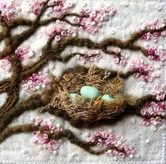 I ❤ embroidery . Fibre art nest in a blossom tree. By Kirsten Chursinoff.this design would be beautiful on a full size quilt or even a lap throw Silk Ribbon Embroidery, Embroidery Applique, Cross Stitch Embroidery, Embroidery Patterns, Chat Crochet, Art Du Fil, Fabric Art, Textile Art, Fiber Art