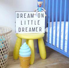 Wunderschöne Lichtbox - Lightbox als tolle Dekoidee im Wohnzimmer oder im Kinderzimmer. Die Lichtbox kann mit den beiliegenden Buchstaben individuell gestaltet werden. Die Lightbox DIN A4 wird bei www.party-princes... angeboten