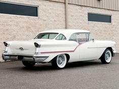 1957 Oldsmobile Super 88 Holiday Coupe Maintenance of old vehicles: the material for new cogs/casters/gears/pads could be cast polyamide which I (Cast polyamide) can produce Cars 1, Hot Cars, Austin Martin, Vintage Cars, Antique Cars, Automobile, Oldsmobile 88, Jaguar, Gm Car