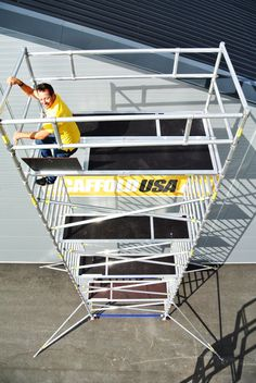Scaffolds USA Inc. offer high quality folding scaffolding towers, rolling aluminium scaffolding, scaffolding and scaffold towers at reasonable prices for both small and big business.For more information, visit us: http://www.scaffoldusa.com