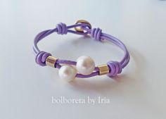 Pulsera de perlas y cuero en color lavanda, fucsia y menta