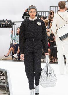 Chanel – Fashion Week Paris H/W 2017/18 | ELLE
