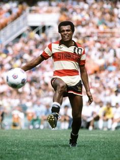 Peruvian Teófilo Cubillas is seen in action for the Fort Lauderdale Strikers during the NASL Soccer Bowl '80, 21st September 1980.