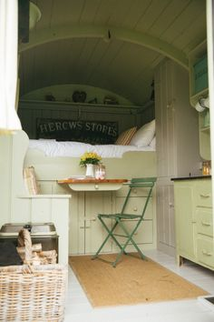 Shepherds Hut Interior Plans Ideas For Holidays Bus Living, Tiny House Living, Small Living, Campervan Bed, Bus House, Shepherds Hut, Small Space Gardening, Tiny Spaces, Tiny House Design