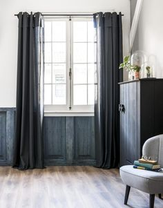 U.: Donkergrijze linnenlook gordijnen Scandinavian Interior, Living Room Interior, Decoration, Ramen, Blinds, Family Room, Sweet Home, Relax, Curtains