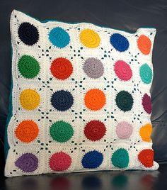 Orla bout orla part 1 Crochet Pillow Cases, Crochet Pillow Patterns Free, Crochet Cushion Cover, Crochet Baby Dress Pattern, Crochet Cushions, Crochet Flower Patterns, Crochet Motif, Crochet Designs, Crochet Flowers