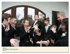 Fun Bridal Party Photos to Capture! Take a look at our collection of another 21 cute and fun wedding party photo poses like these for you and your bridesmaids to try! Apart from the traditional bridal party portraits, place a few Wedding Fotos, Wedding Ideias, Funny Wedding Photos, Wedding Album, Funny Bridesmaid Pictures, Funny Groomsmen Photos, Funny Weddings, Groomsmen Poses, Wedding Humor