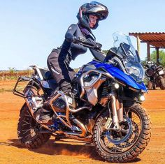 Motos Bmw, Bmw Motorcycles, Gs 1200 Bmw, Bmw Adventure Bike, Dirt Bike Girl, Rockabilly Cars, Motorbike Girl, Touring Bike, Super Bikes