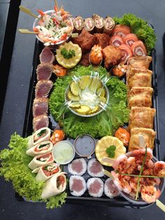 Luxe visschotel Sushi Platter, Seafood Platter, Tapas, Party Buffet, Fish And Chips, Appetisers, Appetizers For Party, Fish And Seafood, Food Presentation