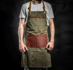 Canvas and Leather apron by Kruk Garage Work apron Army Tent, Barber Apron, Work Aprons, Custom Aprons, Hand Wax, Leather Apron, Leather Workshop, Canvas Purse, Leather Craft Tools