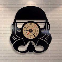 Stormtrooper Clock, Star Wars Playroom Wall Systems, Unit Storage, Theme Ideas For Kids, Essentials Star Wars Decor, Star Wars Art, Old Records, Vinyl Records, Decoracion Star Wars, Stormtrooper Art, Record Crafts, Vinyl Record Clock, How To Make Wall Clock