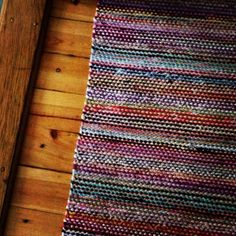 This type of handmade rug is honestly an outstanding design construct. Weaving Textiles, Weaving Patterns, Tapestry Weaving, Loom Weaving, Hand Weaving, Diy Carpet, Rugs On Carpet, Homemade Rugs, Rug Inspiration