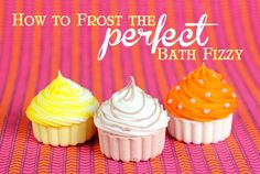 to Frost the Perfect Bath Fizzy Cupcake Video with recipes for fizzies.these are so cute, would make great gifts!How to Frost the Perfect Bath Fizzy Cupcake Video with recipes for fizzies.these are so cute, would make great gifts! Cupcake Bath Bombs, Cupcake Soap, Diy Cupcake, Bath Bomb Recipes, Soap Recipes, Cupcake Recipes, Bougie Cupcake, Detox Bad, Cupcake Videos