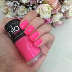 Esmalte da semana: Ibiza da Anita  . Um pink neon pra aproveitar o carnaval  . E vcs, que cor escolheram?! . #giulicastro #unhasdagiuli #esmaltesdagiuli