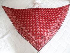Über das lange Osterwochenende habe ich endlich das rote Tuch nach einer Anleitung von Junghans Wolle , bei Ravelry unter  Leaves Dancing  g...