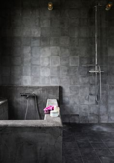 Take a look round this cosy and industrial home in Sweden! With wooden floorboards and dark painted door frames and furniture this is perfectly cosy! Dark tiling in this industrial bathroom. Design Industrial, Industrial Living, Industrial Bathroom, Bathroom Interior, Modern Bathroom, Industrial Style, Industrial Closet, Industrial Shop, White Industrial