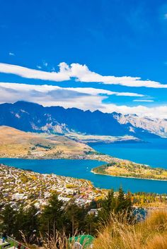 Queenstown - A region of crystal clear lakes, golden hills and wild coastline