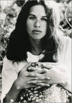 Listen to music from Carole King like It's Too Late, I Feel the Earth Move & more. Find the latest tracks, albums, and images from Carole King. Carole King, 70s Music, Music Icon, El Rock And Roll, Rock & Pop, Mother Son Dance, Father Daughter, Hippie Man, Women Of Rock