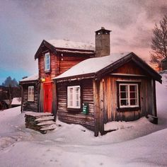 Perfect and cozy cabin in the snow... A blanket , a book and a bottle of wine... And a crackling wood fire