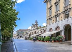 Bergamo (Italia) - Città bassa: Sentierone - la passeggiata abituale dei bergamaschi