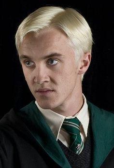 Tão fraco para ser você mesmo , Draco . Por isso você é um Malfoy . Uma família tão ligada a sua própria ... vilania . Pq se você não fizer nada , então sairá aos seus . Mesmo não sendo como eles ( ?! ).by V!cious